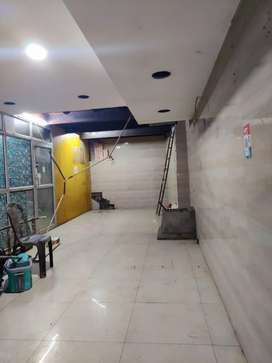 450ft Commercial Space on Rent Road Facing Novelty Cinema Hazratganj