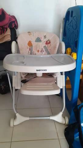 Highchair (Tempat duduk makan bayi)