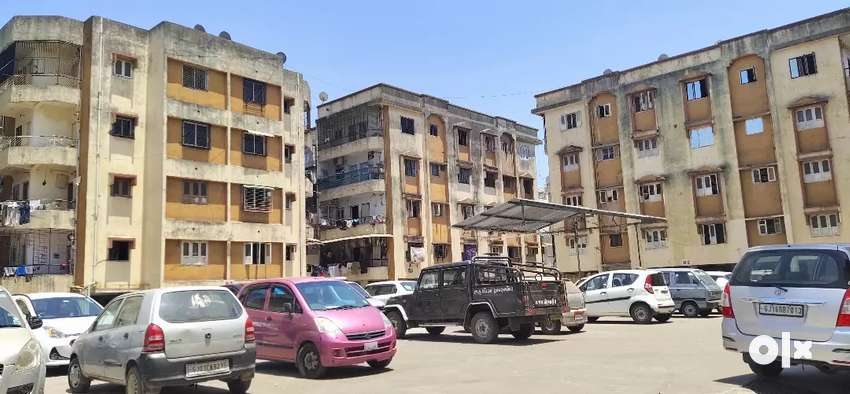 Semi furnished 2BHK well maintain Flat for sale with full ventilation. 0
