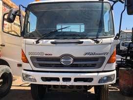 Hino fm 320 tractor head tahun 2011