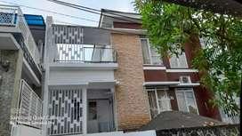 Disewakan rumah 2 lantai cantik full furnish di Tamansari Manado