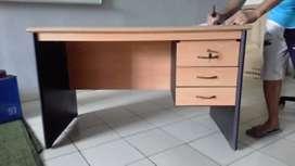 meja kantor 1/2 biro, meja kantor bagus, meja kantor murah, 1/2 biro
