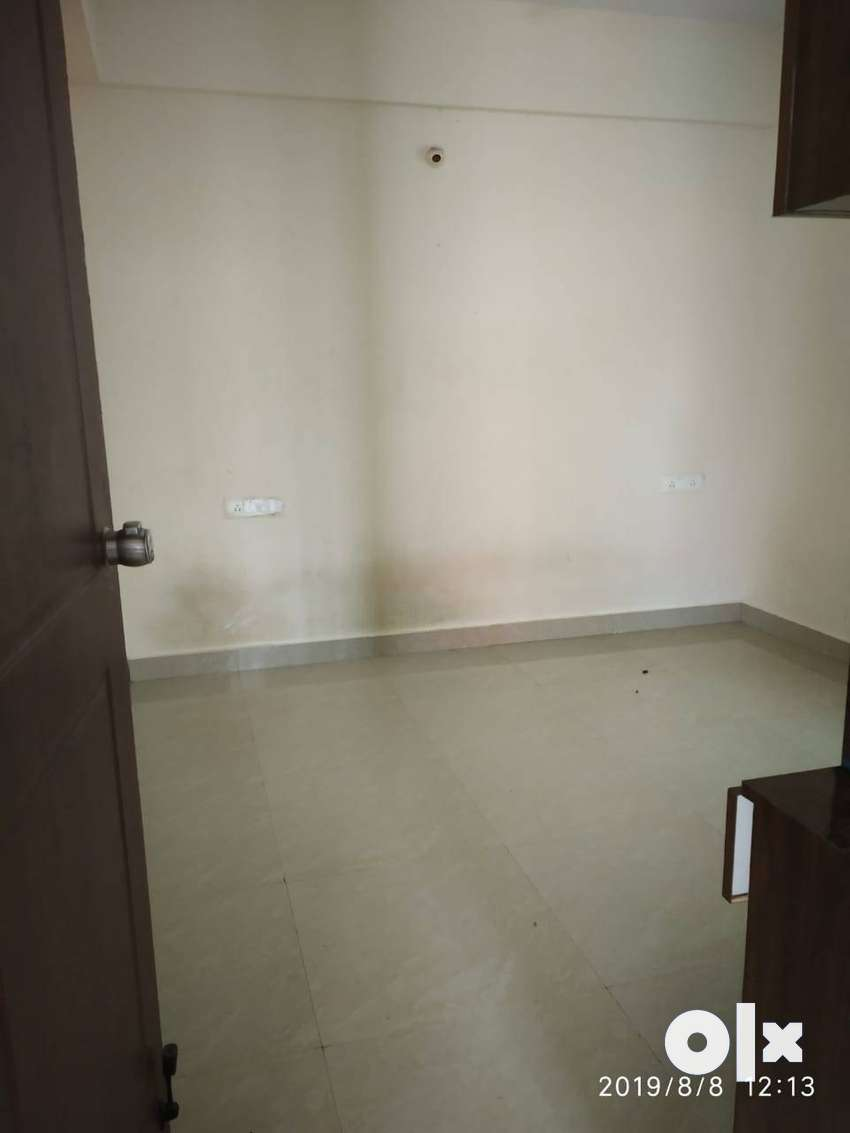 3bhk flat is avalible for lease and  rent in falcon city 0