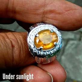 Natural Golden Yellow Sapphire And Natural Color 4,01Ct Memo Heat Only