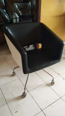 Kursi kantor,meja kantor,filing cabinet,lemari arsip rekondisi