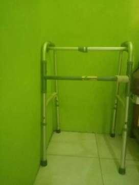 Dijual kursi roda dan Kreg alat bantu jalan KONDISI MASIH BAGUS