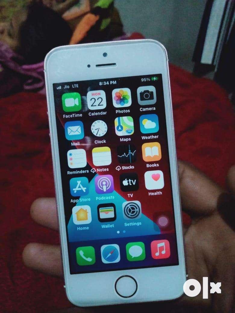 Iphone se 32 gb good condition exchange vi karla gye with good ph 0