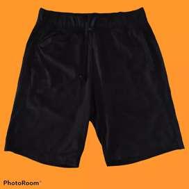 Celana color pendek merk uniqlo warna hitam