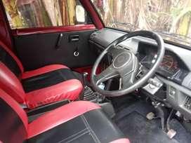 Suzuki Cary van merah marun
