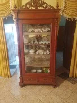 Lemari jati kuno hiasan barang antik