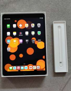 iPad pro 10.5 inch 2nd gen 64gb, apple pencil like brand new