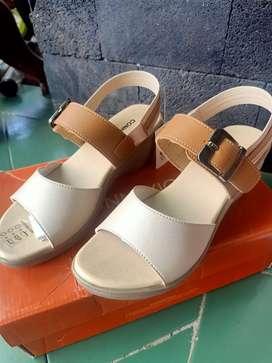 Sepatu  Sandal Connexion