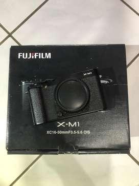 Mirorless Fujifilm XM1 Body Only Black ex fuji