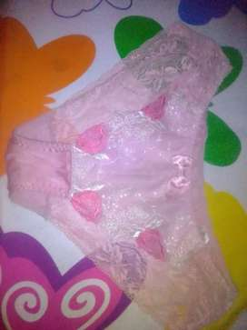 Celana dalam bekas pakaian pribadi.