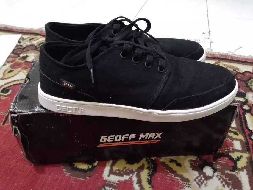 Geoff Max Authentic Black White 0