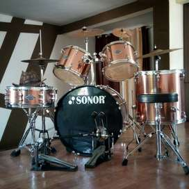 5 peice Sonor drumkit  ... hardly
