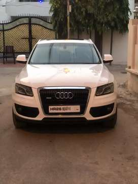 New condition audi Q5 3.0 quattro technology pack topend model.