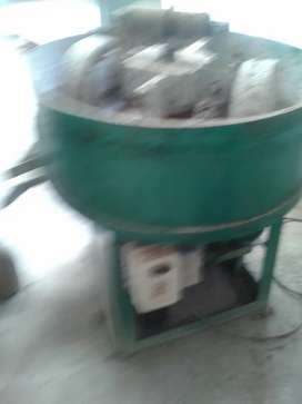 Grinding and mixing machine. Wet.