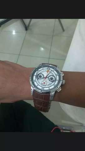 Di jual jam tangan mewah dan berkualitas yg cepat dia dapat