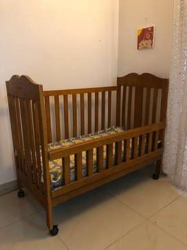 Wooden crib, mattress included, very good quality