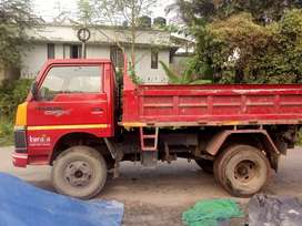 Nisan tipper. full condetion