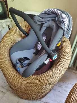 baby car seat cum carry cot