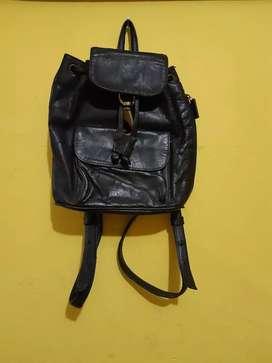 Jual.tas punggung Kulit DKNY