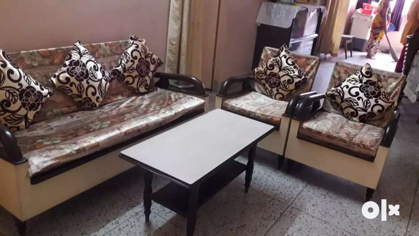 Sofa. Set and centre table 0