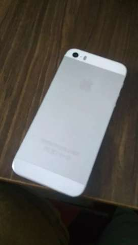 iPhone 5S 16GB MEMORY One hand user, 2 year old