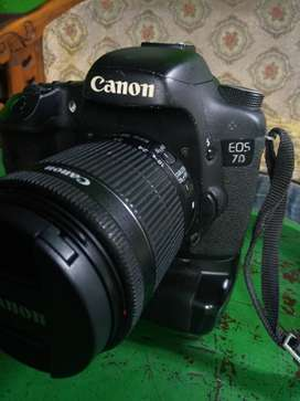 Canon EOS 7D, Lensa 18-55mm + Bonus BG (Battery Grip). Fungsi Normal