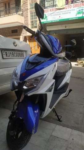 Yo electric scooty and rekshaw and loading