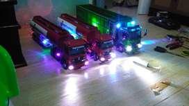 Miniatur truk oleng