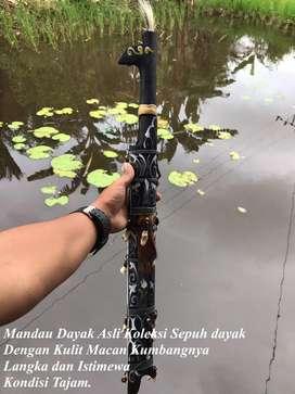 Mandau Sepuh Dayak Kalimantan Koleksi Sepuh Langka dan Asli 41 Hitam