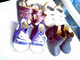 Sepatu bayi bermerk, jual borongan murah..masih layak pake.