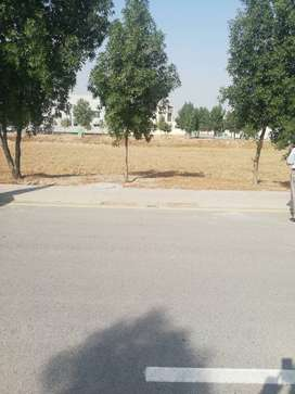 5 marla commercial plot available in Bahria Town Lahore