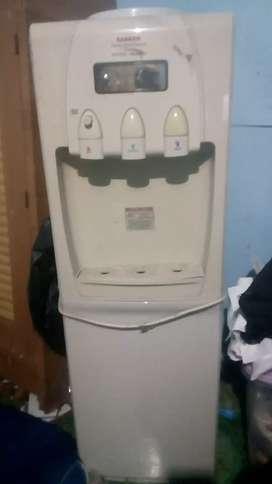 Dispenser merek sanken sangat cocok buat perlengakpan rumah tangga