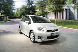 END YEAR SALE !! T. Yaris E AT th 2013 KM sedikit tgn pertma
