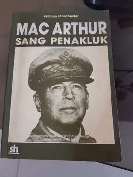 Buku Mac Arthur Sang Penakluk