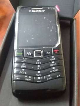 blackberry pearl a simple keypad handset at very lowest price