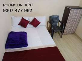 ROOMS ON RENT PAYING