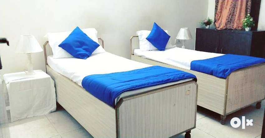 BOYS PG LOW BUDGET WITH FOOD NEAR SECT 15NOIDA