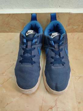 Nike liteforce shoe