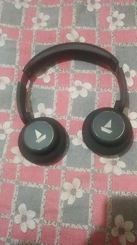 Boat 450 headphone in new condition never used(15 days old)