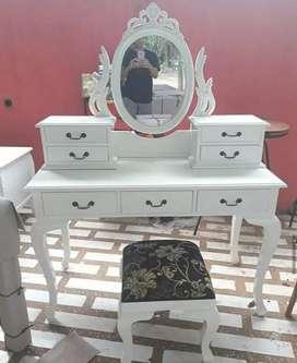 Meja rias ukir cat Duco putih