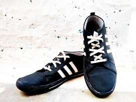 Old school black skate shoes