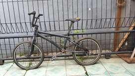 Sepeda BMX bekas