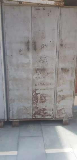 Big steel almari 4'×7'  feet sale in jalandhar