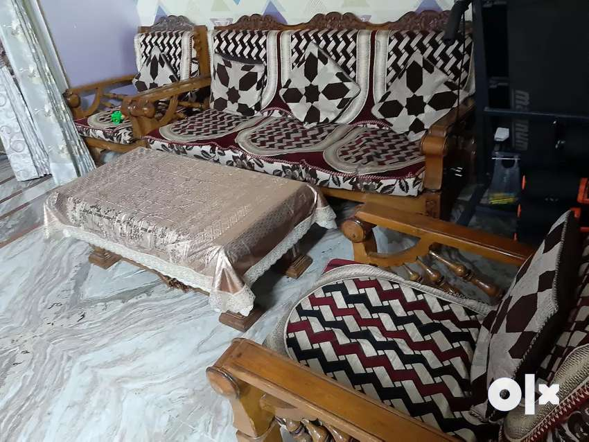 Sofa set and with table (4 yaers) 0