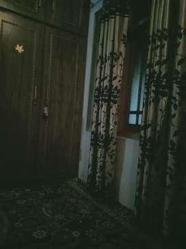 House on sale at khonmooh Srinagar ready to move price 45lc