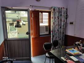 Office for rent in Kidwai nagar